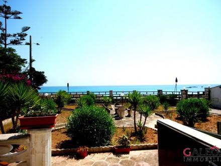 Salento (Le) - Freehold period house with sea view for sale.