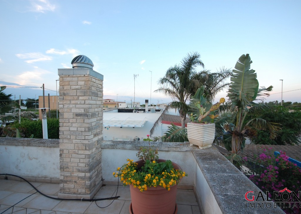 For Sale villa Lecce - Beautiful semi-detached freehold house with front and back garden and sea view from the private roof terrace. Locality
