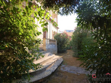 Salento - Charming 5bedroom share of freehold house with garden within an elegant early twentieth century building.