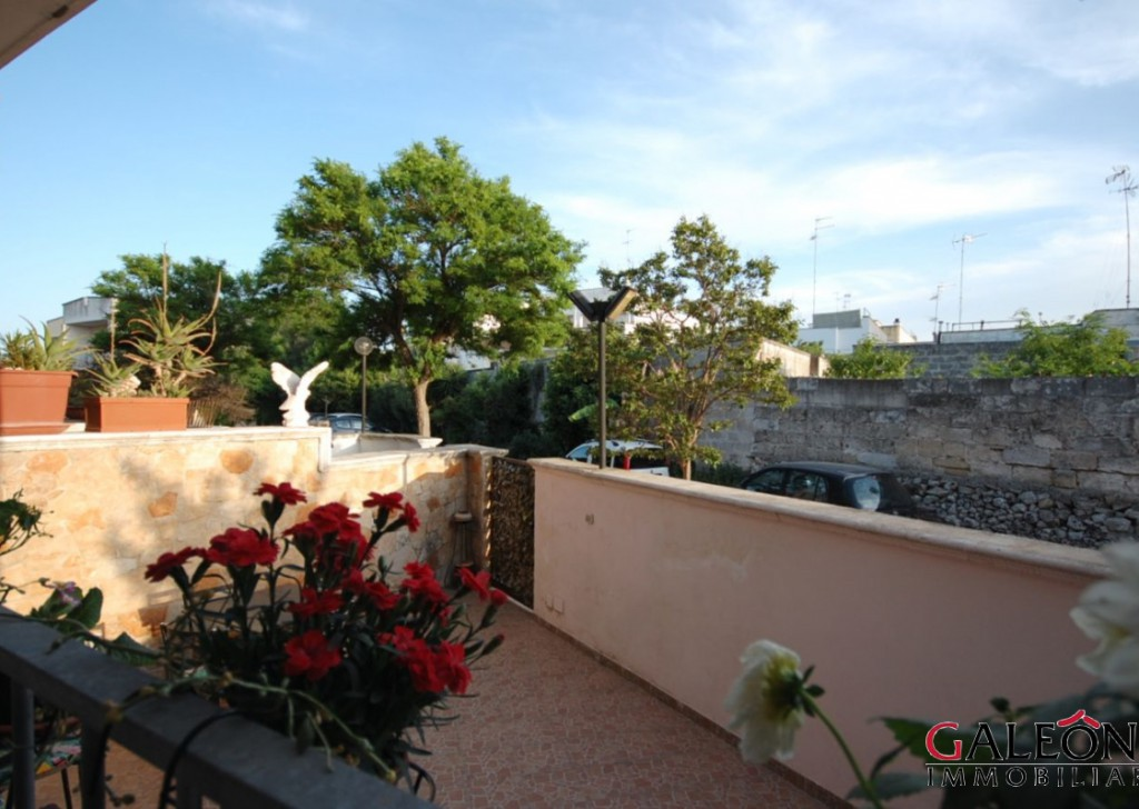 Sale Detached House Lecce - Salento, Lecce - Freehold, three-bedroom, three-storey end of terrace house.  Locality