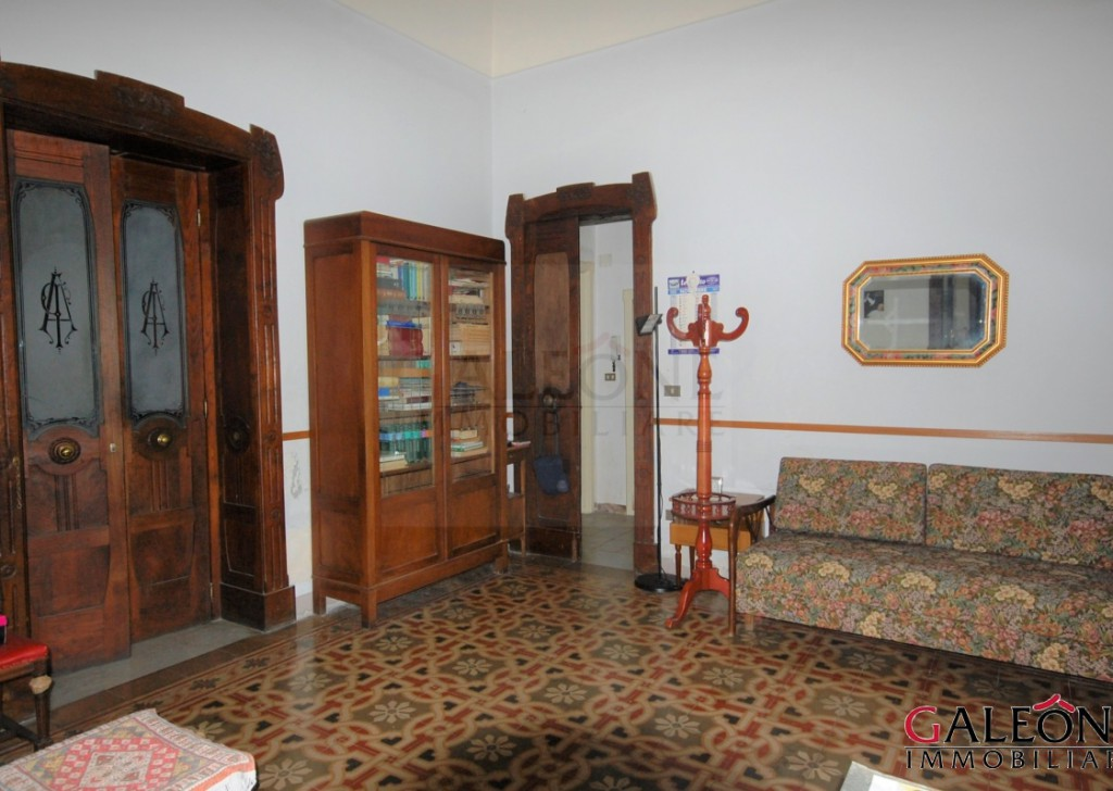 Sale Period house Galatina - Salento - Charming 5bedroom share of freehold house with garden within an elegant early twentieth century building.   Locality