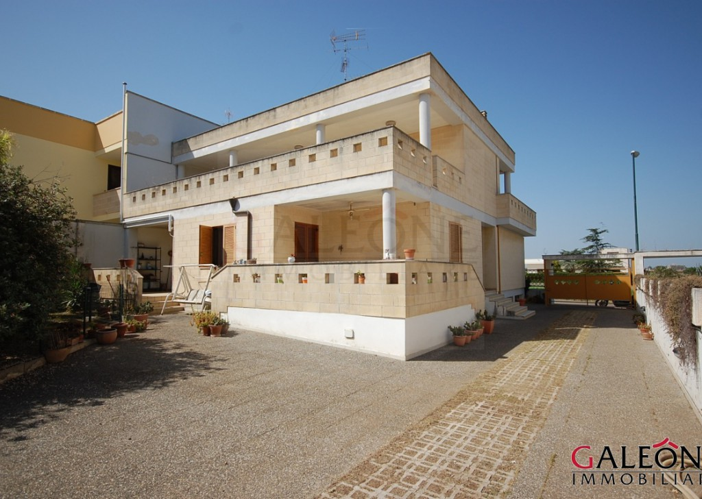 Rent villa San Cesario di Lecce - Lecce – San Cesario di Lecce - Stylish semi-detached house, with private garden, terraces and garage. Locality