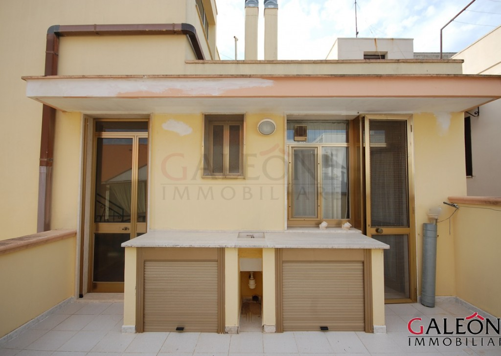 Sale Detached house Casarano - Salento, Lecce (Le) – Share of freehold two-bedroom apartment, with private roof terrace and garage. Locality