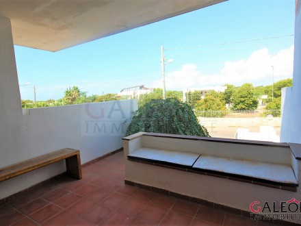 Two-bedroom villa on the raised ground floor, with private parking space and private garden.