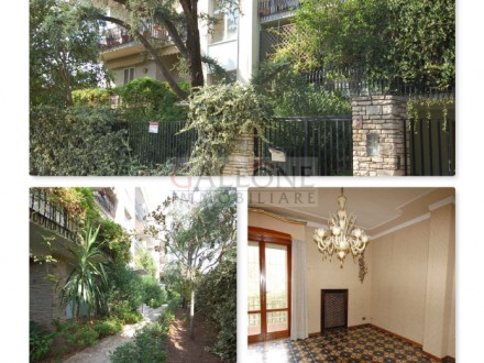 Lecce, Zona Conservatorio - A beautifully arranged three bedroom first floor apartment.
