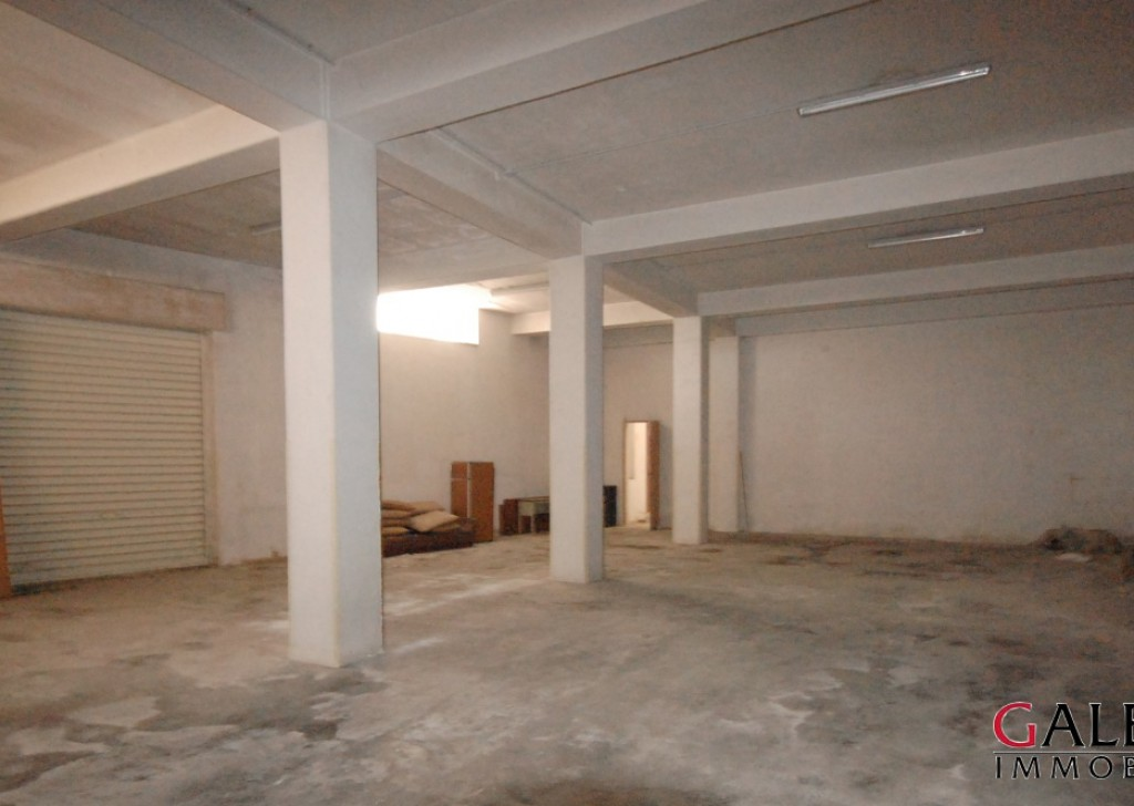 Sale Warehouse Galatina - Ground floor corner premises classified as a warehouse and storage. Locality