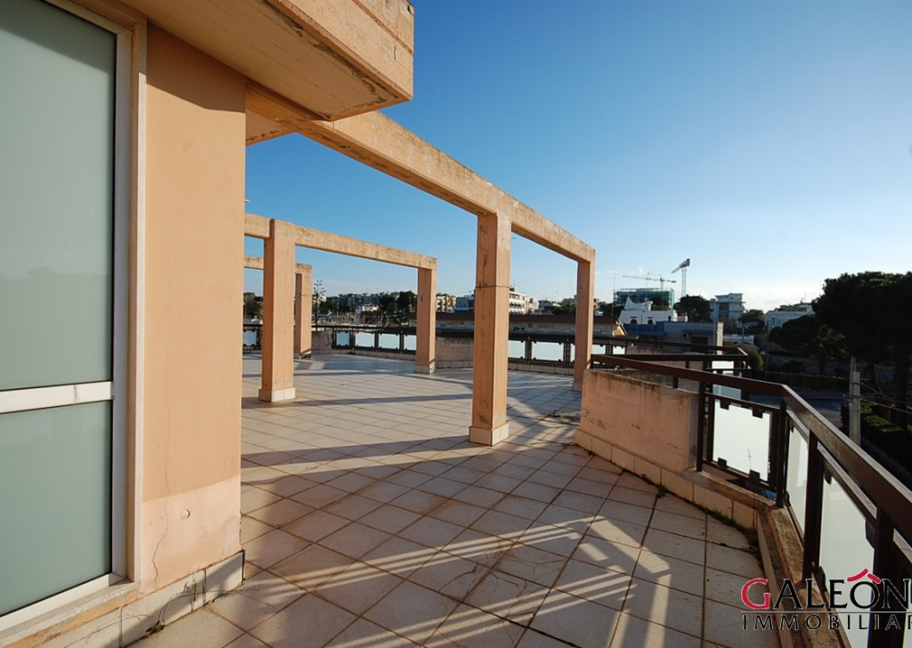 For Sale Villa Bari - END OF TERRACE 5BEDROOM VILLA FOR SALE, WITH GARDEN AND SEA VIEW FROM THE ROOF TERRACE. FREEHOLD Locality