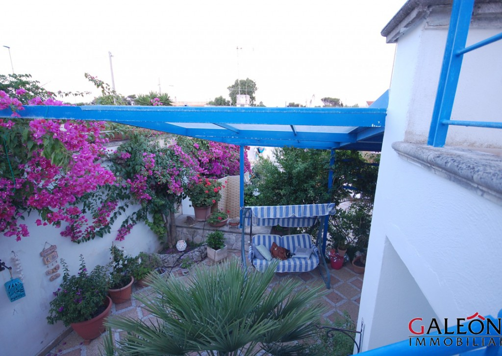 Sale villa Lecce - Beautiful semi-detached freehold house with front and back garden and sea view from the private roof terrace. Locality