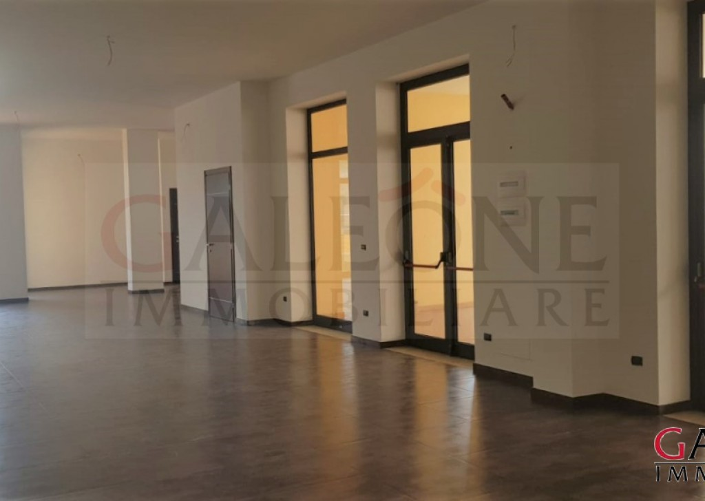 Rent Commercial property  Lecce - Commercial premises to let Locality