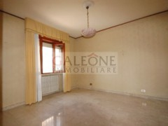 Lecce, Zona Conservatorio - A beautifully arranged three bedroom first floor apartment.  - 12