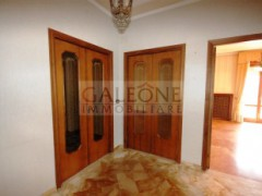 Lecce, Zona Conservatorio - A beautifully arranged three bedroom first floor apartment.  - 13