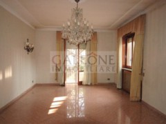 Lecce, Zona Conservatorio - A beautifully arranged three bedroom first floor apartment.  - 6