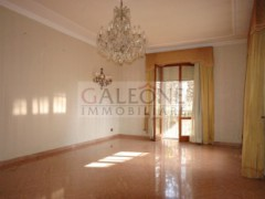 Lecce, Zona Conservatorio - A beautifully arranged three bedroom first floor apartment.  - 7