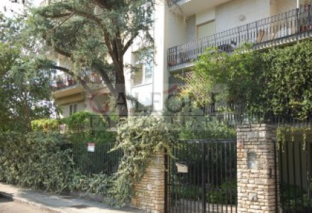 Lecce, San Lazzaro - A beautifully arranged three bedroom first floor apartment.