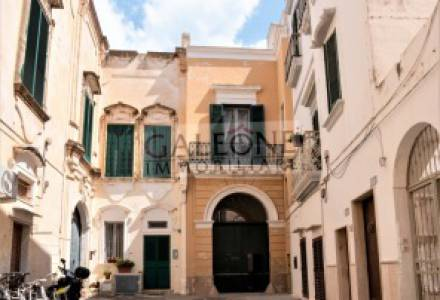 Period terraced three-storey 5-bedroom palace for sale in Gallipoli
