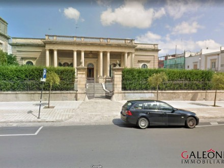 Lecce – Galatina, Salento – Puglia – Stylish freehold period villa for sale, with private garden, roof terrace and garage.