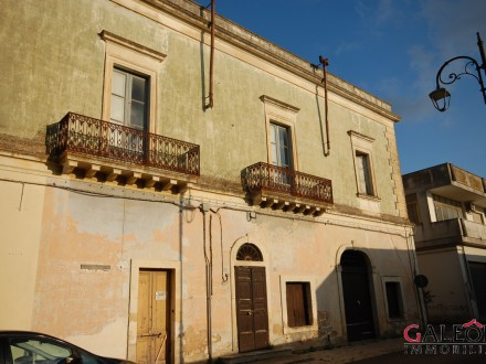 Carmiano (Le) – Salento. Charming freehold period apartment with terrace.