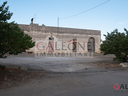 Ancient Masseria with period vaults